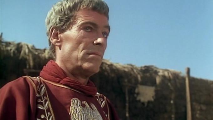 Skwaszona mina Petera O'Toole'a mówi sama za siebie. Ma taką przez cały film.