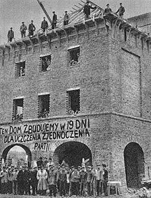 PRL-owskie domy budowane w 19 dni. Nie ma lepszego dowodu na to, że najtrwalsze są prowizorki