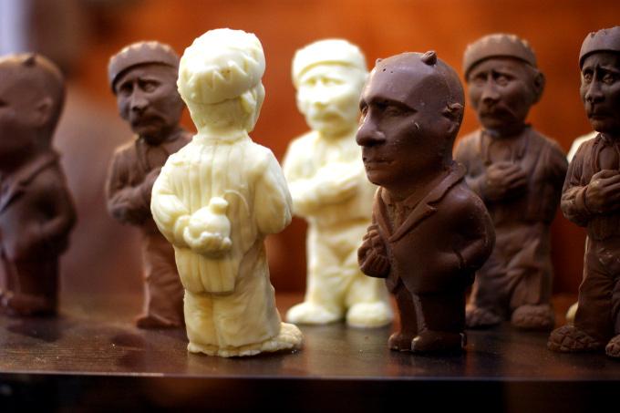 W jednej z nich możemy odgryźć głowę Putinowi z czekolady. Pod dwakroć warto.