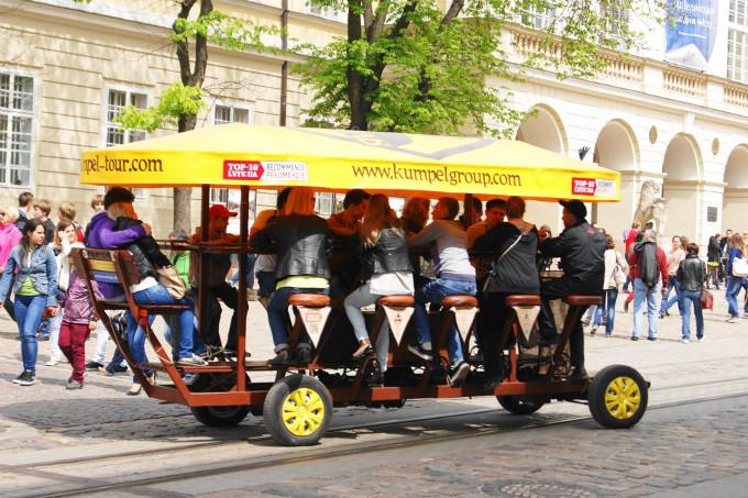 Po Lwowie można poruszać się w taki sposób. To powinno skusić nawet branżę filmową