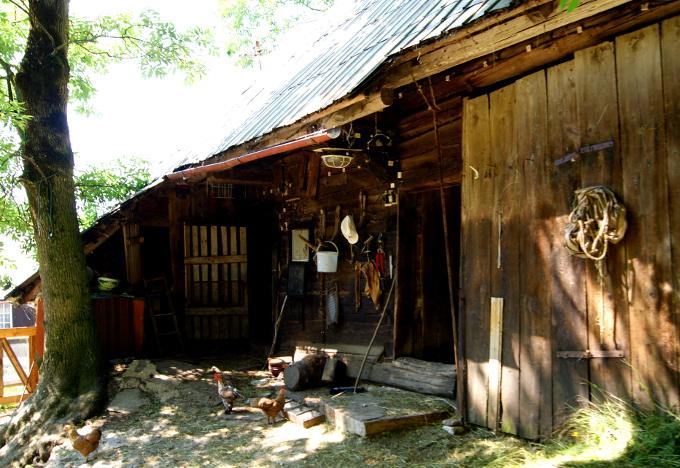 W którejś z chat Jánošíkovci do dziś mieszka Janosik