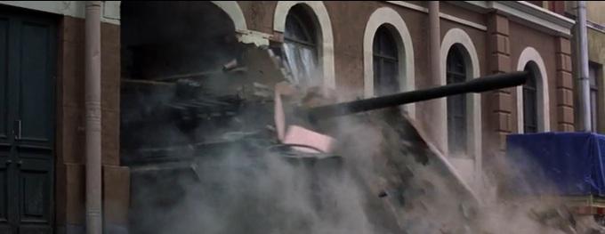 James Bond zwiedza Petersburg. Widocznie nie wiedział, że tutaj też mają metro.