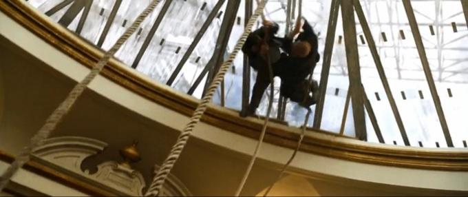 Bond pozazdrościł Huntowi i sam doskonali techniki renowacji zabytków