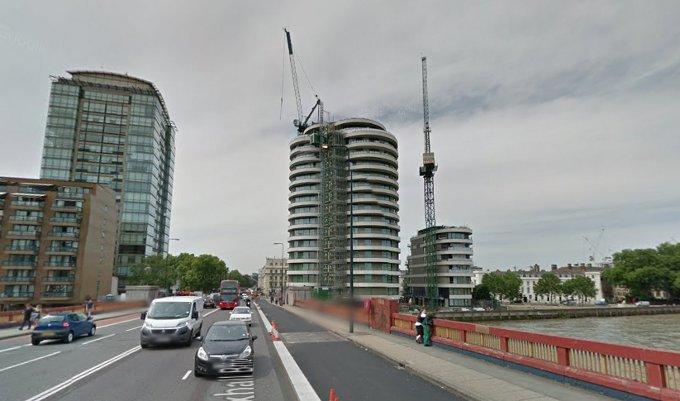 Londyńczycy próżnym wysiłkiem stawiają kolejne wieżowce... A przecież agent 007 powróci w kolejnym filmie