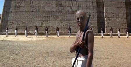 Gips i styropian, czy świątynia w Karnaku?