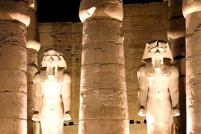 Gdy patrzy się na świątynię Amona w Luksorze, łatwo o architektoniczne kompleksy